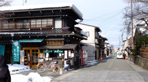 A souvenir shop, it has a stall front selling dango and goheimochi (grilled rice flats)