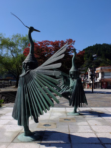 Statue depicting the local crane dancing festival