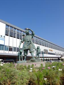Momotarou statue